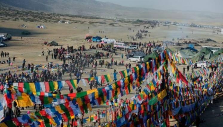 Tarboche valley will full of Prayer flags