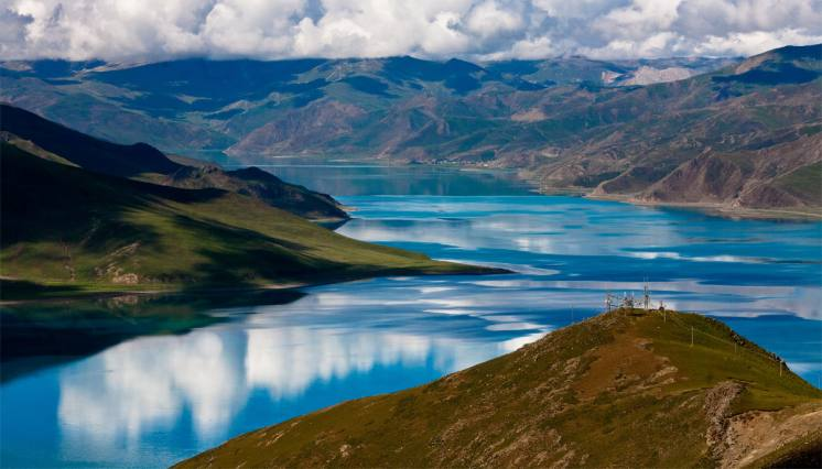 Yamdrok Lake on the way from Lhasa to Gyantse