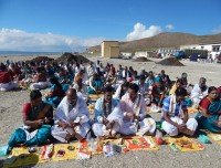Perform puja at bank of the Mansarovar